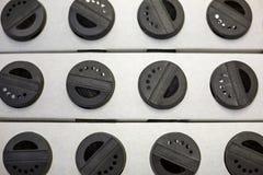 Zwarte kappen voor kruidkruiken stock foto's