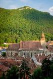 Zwarte Kerk Brasov met de heuvel van Tamper Royalty-vrije Stock Afbeeldingen