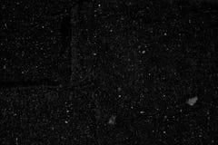 Zwarte kleur gebarsten asfalt vlakke textuur als achtergrond Stock Foto