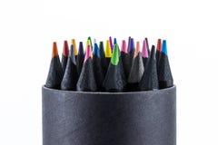 Zwarte kleurenpotloden Vele verschillend gekleurd met witte achtergrond Stock Foto's
