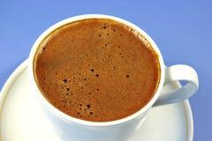 Zwarte koffie in de witte kop Stock Afbeelding