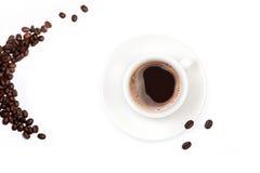 Zwarte koffie in een witte koffiekop royalty-vrije stock fotografie