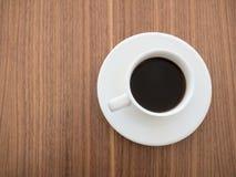 Zwarte koffie in een witte kop Stock Fotografie