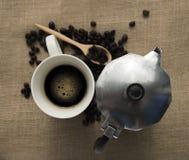 Zwarte koffie en coffe pot Royalty-vrije Stock Afbeeldingen