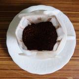 Zwarte koffie en koffiebonen stock foto