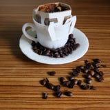 Zwarte koffie en koffiebonen royalty-vrije stock fotografie