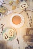 zwarte koffie met bekery royalty-vrije stock fotografie