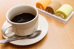 Zwarte koffie met cake Royalty-vrije Stock Foto