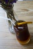 Zwarte koffie met citroen royalty-vrije stock afbeelding