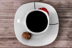 Zwarte koffie met muscovadosuiker stock fotografie