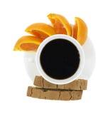 Zwarte koffie oranje plakken en biscotti Stock Foto