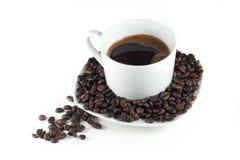 Zwarte koffie in witte kop stock fotografie