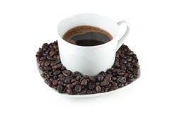 Zwarte koffie in witte kop stock afbeeldingen