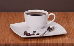 Zwarte koffie in witte kop royalty-vrije stock afbeeldingen