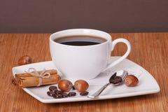Zwarte koffie in witte kop stock foto's