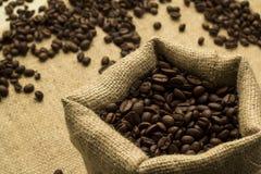 Zwarte koffie in zak van het ontslaan Royalty-vrije Stock Afbeelding