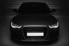 Zwarte krachtige sportwagen royalty-vrije stock afbeelding