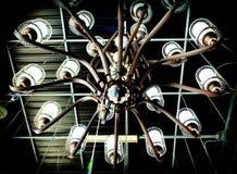 Zwarte kroonluchter met staalstructuur Stock Foto's