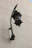 Zwarte lamp op de muur Royalty-vrije Stock Afbeeldingen