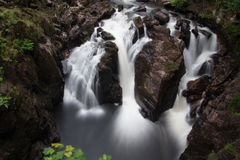 Zwarte Linn Waterfall stock foto's