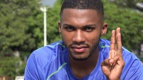Zwarte Mannelijke Atleet Counting stock video