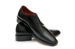 Zwarte mannelijke schoenen die op t worden geïsoleerde royalty-vrije stock foto's