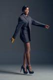 Zwarte mannequin die modieuze garderobe dragen Royalty-vrije Stock Foto