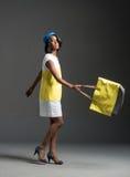 Zwarte mannequin die modieuze stewardgarderobe dragen Royalty-vrije Stock Foto
