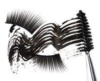 Zwarte mascaraslag, borstel en valse wimpers Royalty-vrije Stock Afbeeldingen
