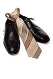 Zwarte mensenschoenen met band die op wit wordt geïsoleerd Royalty-vrije Stock Foto's