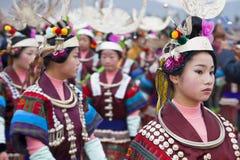 Zwarte Miao-meisjes die bij festival, Kaili, Guizhou-Provincie dansen, stock foto's