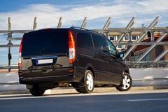 Zwarte minivan Stock Afbeelding