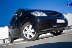 Zwarte minivan Stock Fotografie