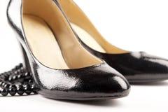 Zwarte octrooi-lederschoenen Stock Afbeeldingen