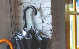 Zwarte Paraplu in Opslagdoos royalty-vrije stock afbeeldingen