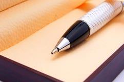Zwarte pen in houten doos Royalty-vrije Stock Foto