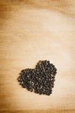 Zwarte peper op houten lijst Royalty-vrije Stock Afbeelding