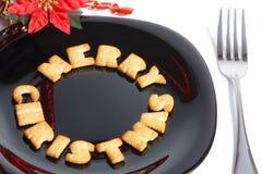 Zwarte plaat met koekjes, vork en decoratie Stock Afbeelding