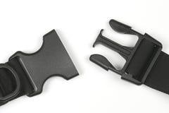 Zwarte plastic Fastex-klem voor rugzakken op een witte achtergrond stock afbeelding