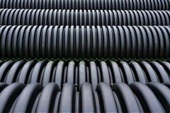 Zwarte plastic kromlijnige pvc-pijp royalty-vrije stock foto's