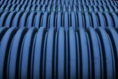 Zwarte plastic kromlijnige pvc-pijp stock afbeelding