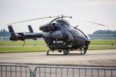 Zwarte politiehelikopter Stock Foto