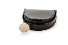 Zwarte portefeuille en één euro muntstuk. Stock Afbeeldingen