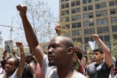 Zwarte protestors maart van de het levenskwestie op Stadhuis royalty-vrije stock foto