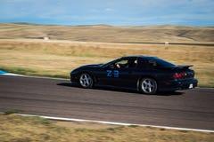 Zwarte raceauto op spoor Royalty-vrije Stock Afbeeldingen