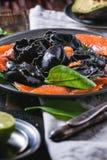 Zwarte ravioli met gezouten zalm Royalty-vrije Stock Afbeelding