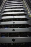 Zwarte rek opgezette servertoren Stock Foto