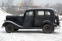 Zwarte retro auto, zijaanzicht Royalty-vrije Stock Fotografie