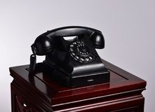 Zwarte retro telefoon Royalty-vrije Stock Foto's