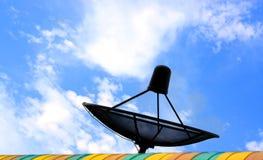 Zwarte Satellietschotel royalty-vrije stock afbeeldingen
